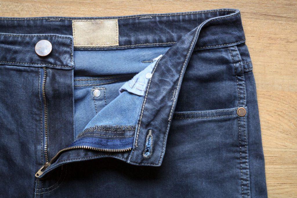 ลืมรูดซิปเสื้อผ้า กางเกง